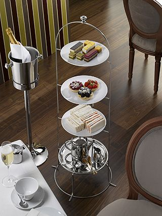 Neue Etagéren von Hepp zelebrieren Tea-Time auf vier Ebenen