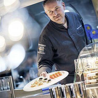 GENUSSwagen - Koch mit Teller