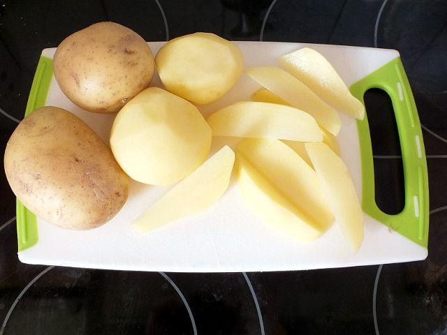 Kartoffelecken – Kartoffeln in Spalten schneiden