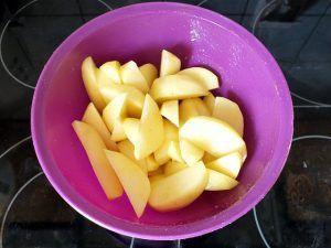 Kartoffelecken - Kartoffelspalten marinieren