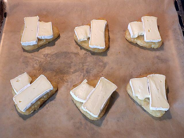 Kartoffelrösti Camembert – Röstis auf dem Blech mit Camembert