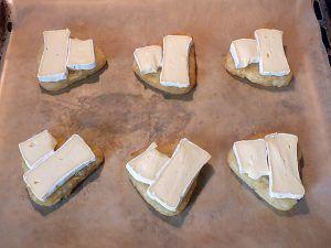 Kartoffelrösti Camembert - Röstis auf dem Blech mit Camembert