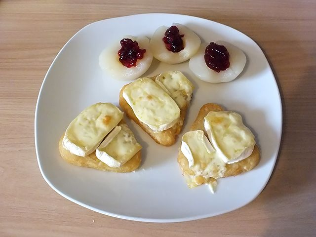 Kartoffelrösti Camembert - angerichtet auf Teller
