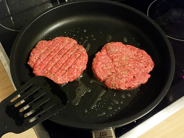 Burger - Pattys in der Pfanne
