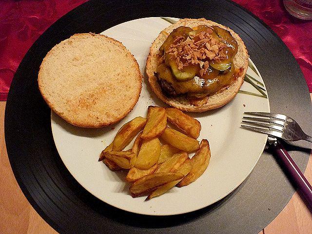 Burger mit Kartoffelecken