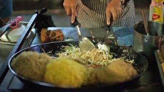 Street Food - Wok auf Bangkoks Nachtmarkt