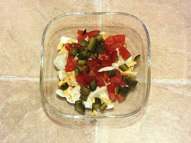 Eiersalat - Eier mit Tomate und Cornichons