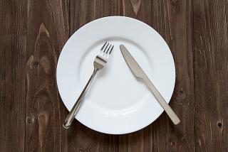 Restaurant - Sprechen mit Messer und Gabel
