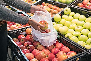 real - Mehrwegnetze in de Obst- und Gemüseabteilung
