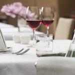 Natürliches Mineralwasser und Wein