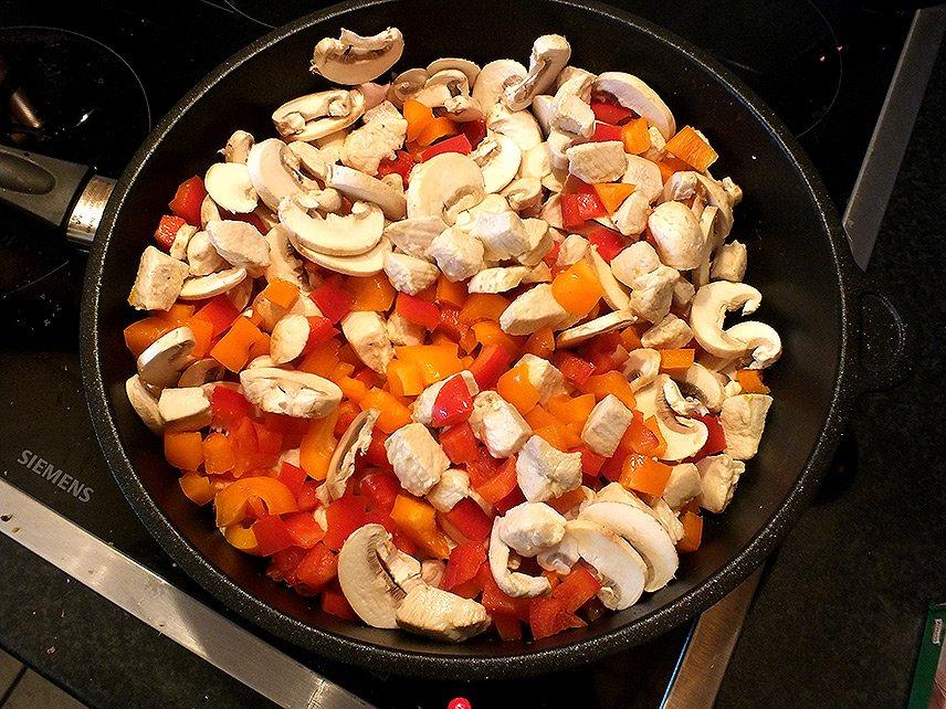 04 - Currygeschnetzeltes mit Früchten - Fleisch und Gemüse schmoren