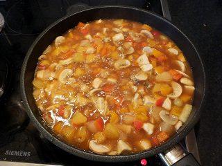 Currygeschnetzeltes mit Früchten - mit Saucenpulver binden