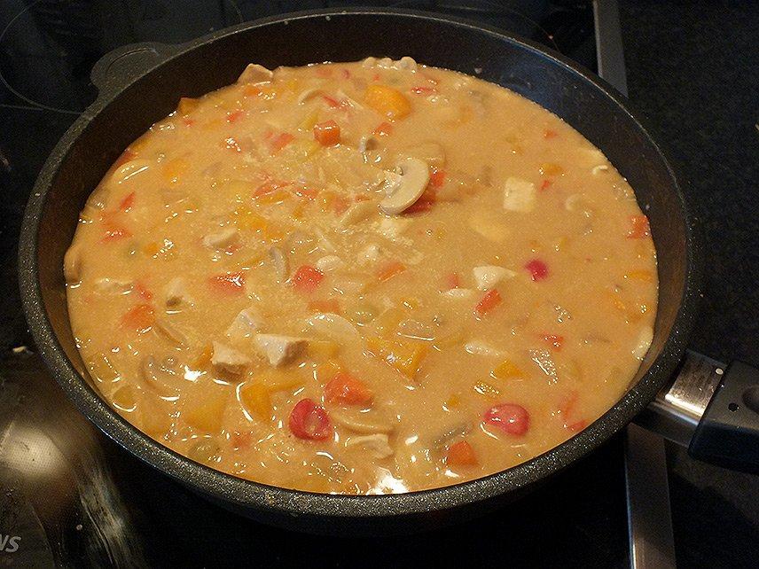 07 - Currygeschnetzeltes mit Früchten - Sahne angießen
