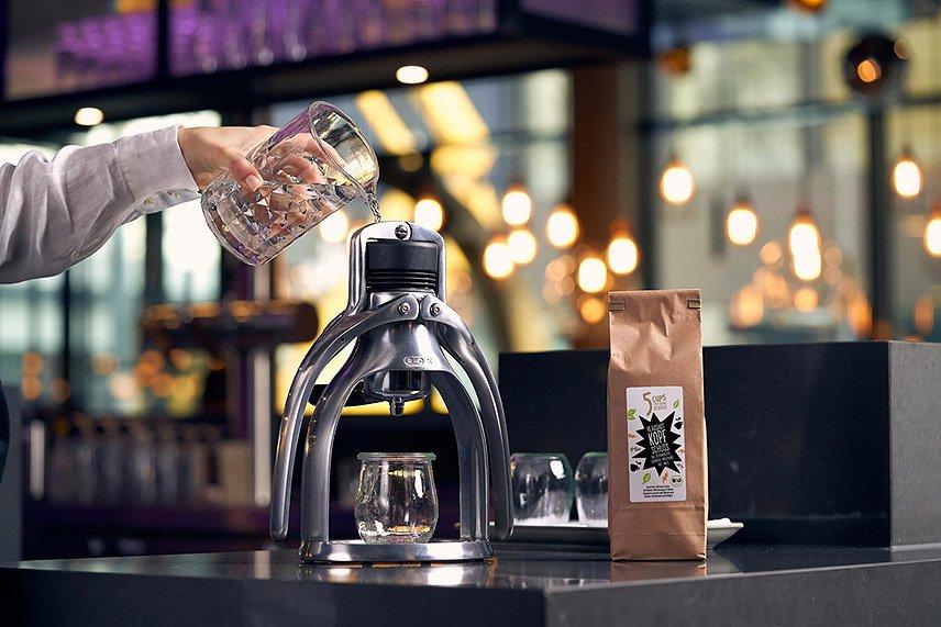 5 Cups and some leaves - Tea Shot Maker - TEEKANNE